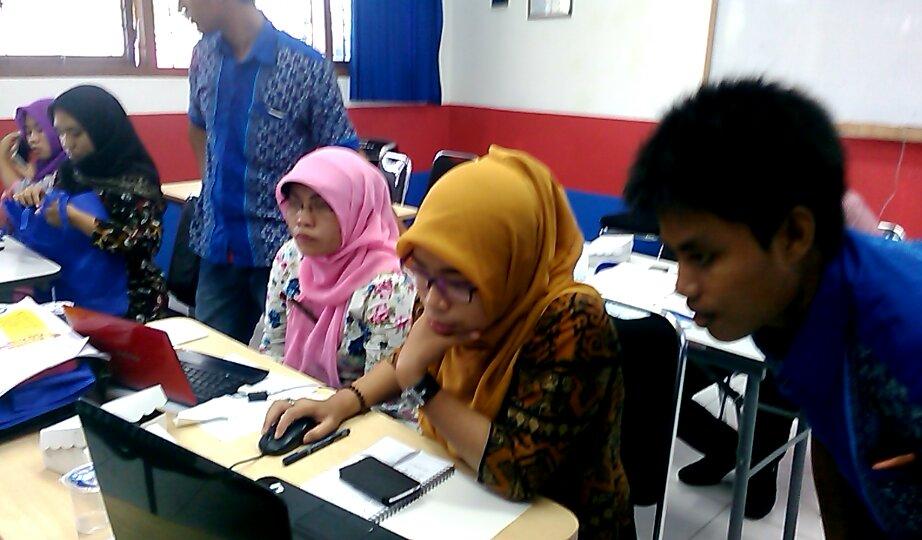 Pelatihan Blog Guru - Relawan TIKBojonegoro4