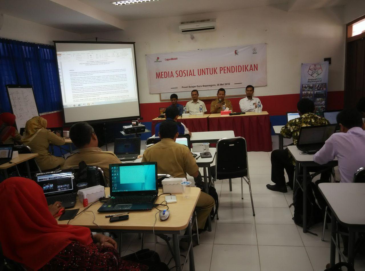 Pelatihan Media Sosial Untuk Pendidikan Relawan TIK Bojonegoro