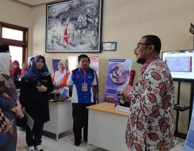 Kepala Dinas Kominfo menjelaskan Peran RTIK di depan Tamu Undangan